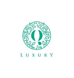 Q letter logo luxurybeauty cosmetics logo vector