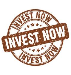 Invest now brown grunge round vintage rubber stamp vector