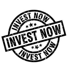 invest now round grunge black stamp vector image vector image